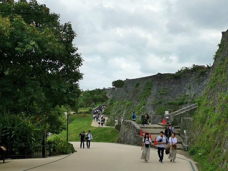首里城の観光客は健在